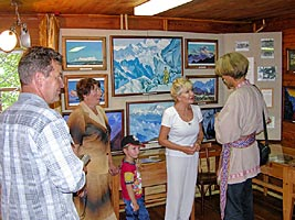 Alicia Rodriges talks to visitors of the Roerich's museum of Uimon valley