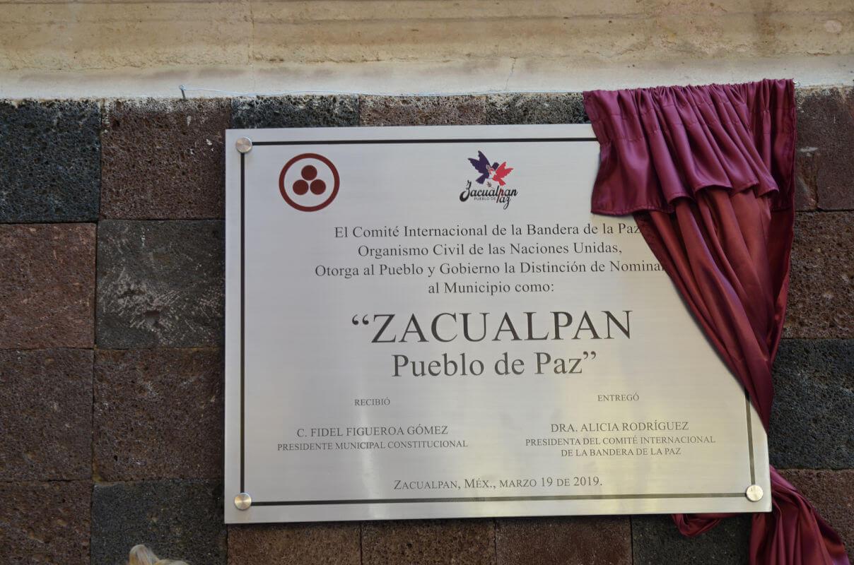 Zacualpan recibe Bandera de la Paz Monumental y celebra
